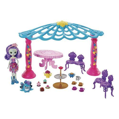 FRH49_Playset_e_Boneca_Enchantimals_Patter_Peacock_e_Quiosque_Mattel_1