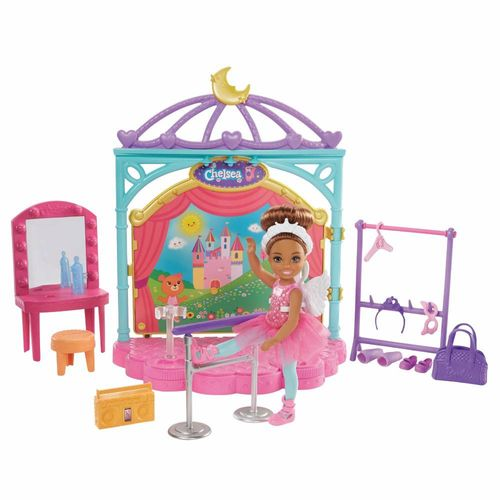 GHV81_Playset_e_Boneca_Barbie_Club_Chelsea_Aulas_de_Ballet_Mattel_1